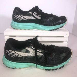 Size 9 Brooks running shoes.